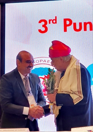 Dr. Hrushikesh Saraf felicitated at Pune HIp Course 3rd Chapter - Dr. Saraf's Joints Clinic | Karve Road , Pune
